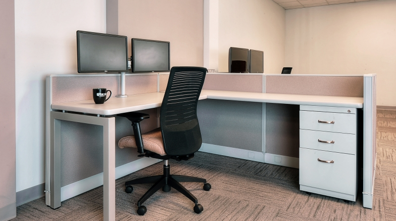 Low Walled Cubicle With Global Loover Chair