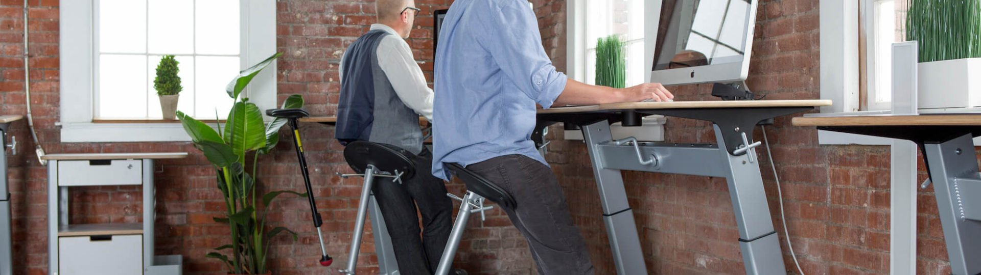 focal upright by Safco ergonomic desk