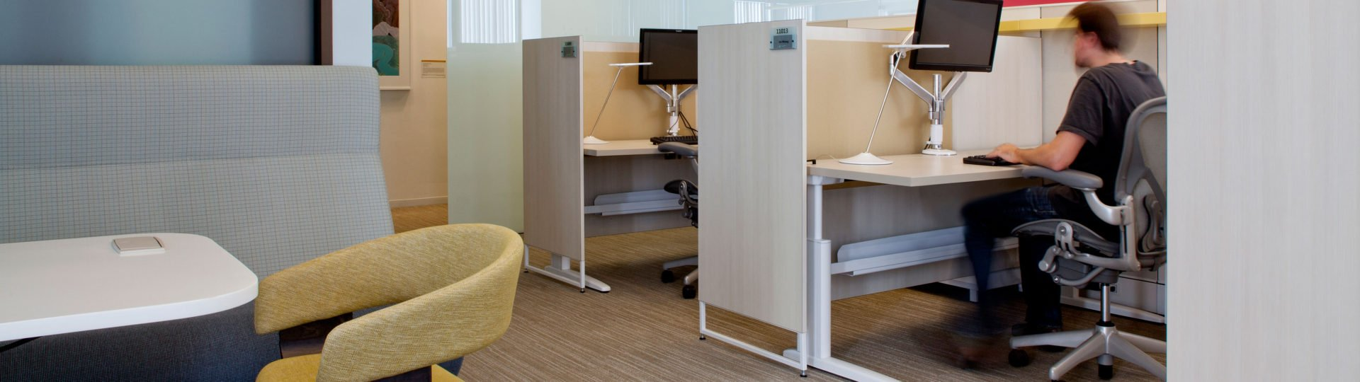 Unite cubicle desk systems by KI